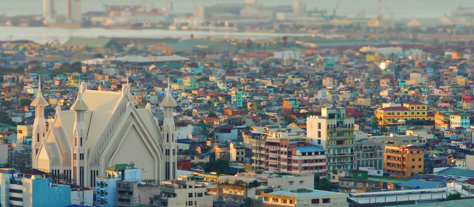 Manila eng bebaut Hafen Kirche