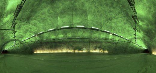 grüner Tunnel mit Kurve