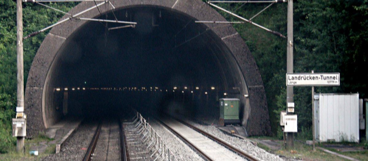Tunnel schwarz verwackelt