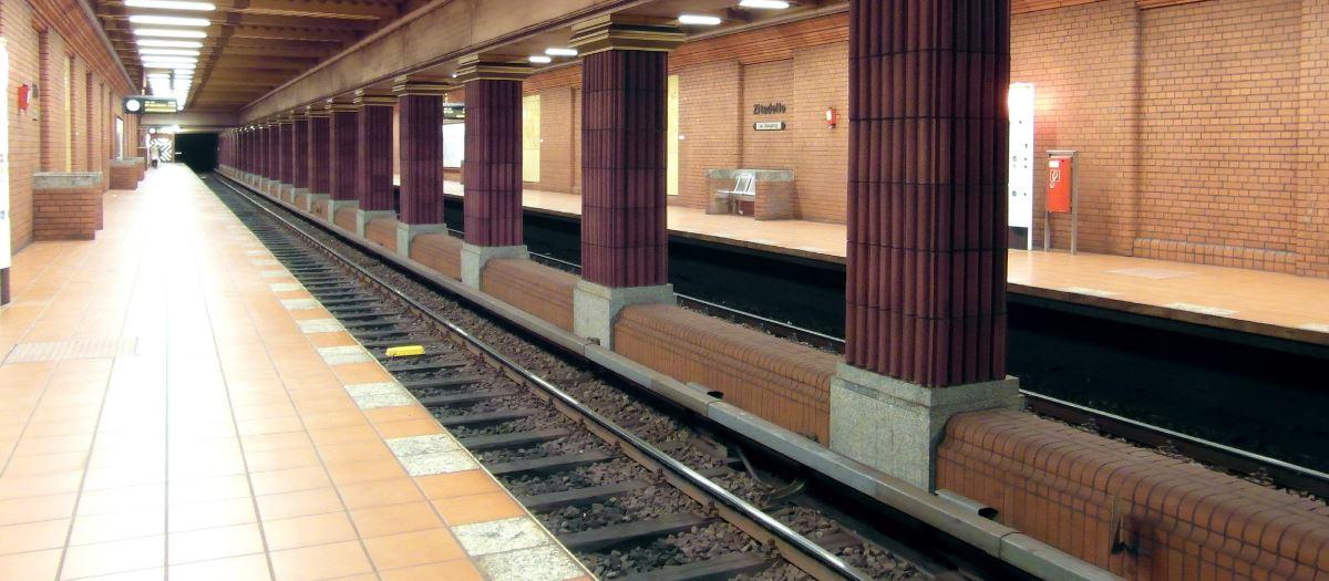 u-Bahn-Haltestelle Gleise
