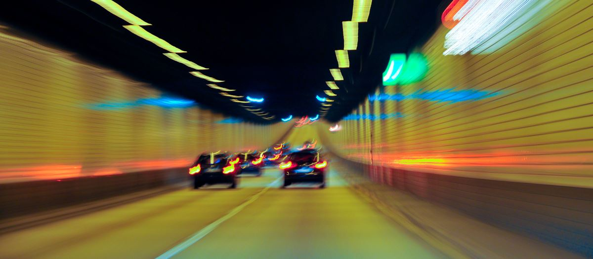 langer Tunnel Autos