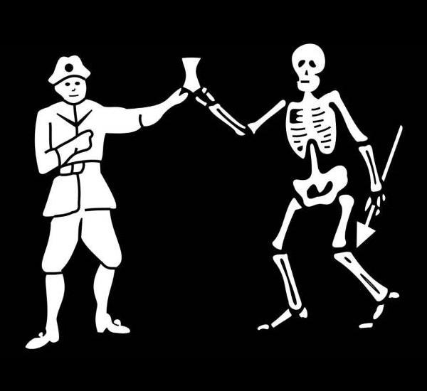 Skelet und Pirat prosten sich zu