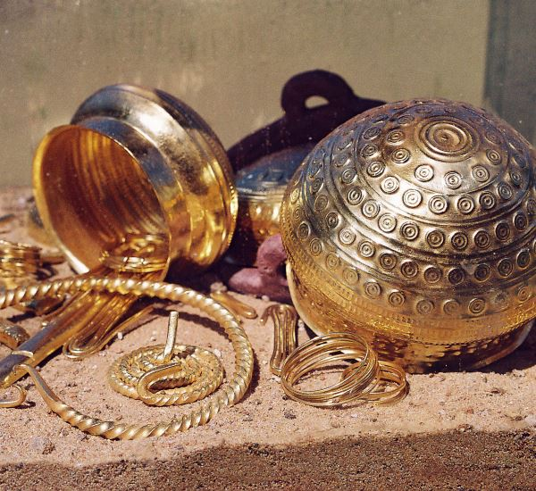 Goldschüsselchen und Ketten