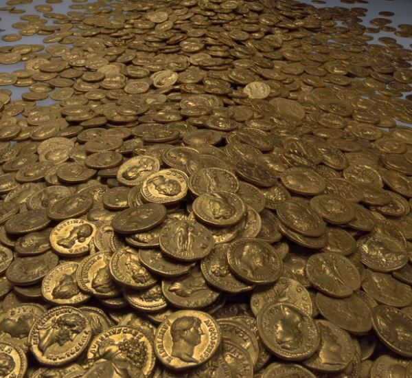 sehr viele Goldmünzen