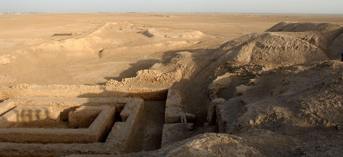Grundmauern in der Wüste