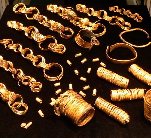 goldener Schmuck aus der Bronzezeit