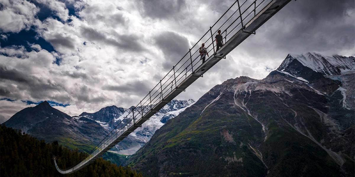 Seilbrücke in den Alpen
