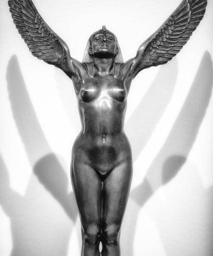 Statue der Göttin Isis